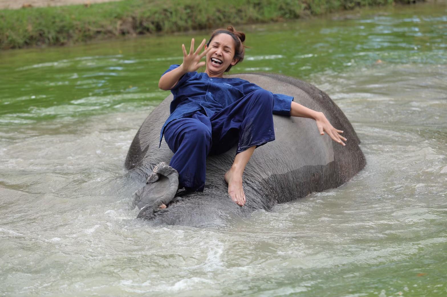 อาบน้ำกับช้าง_200103_0002