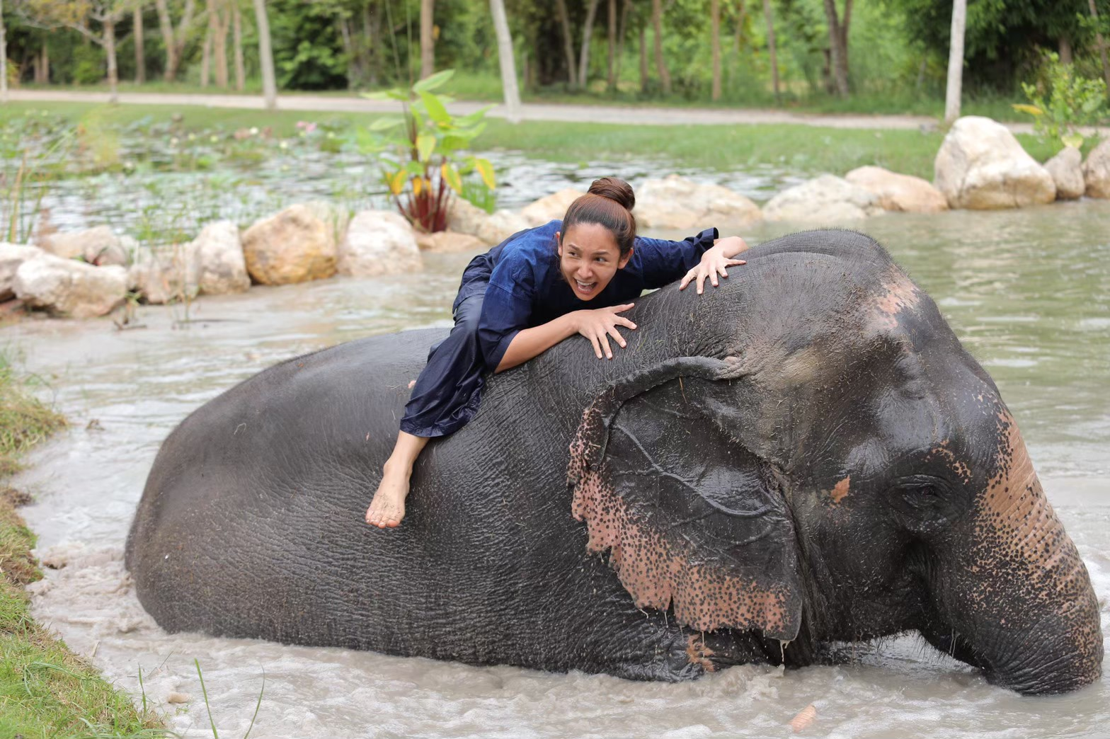 อาบน้ำกับช้าง_200103_0010